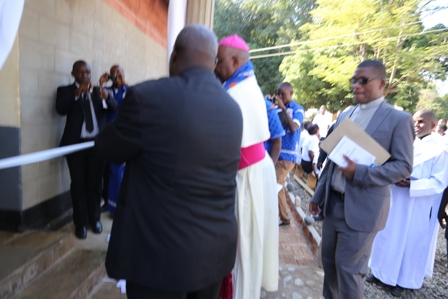 Bishop Martin Mtumbuka of Karonga diocese on Saturday 4th July 2015 lead the Catholic Faithful in a high Eucharistic Mass that marked the official commissioning of an evangelization tool in […]